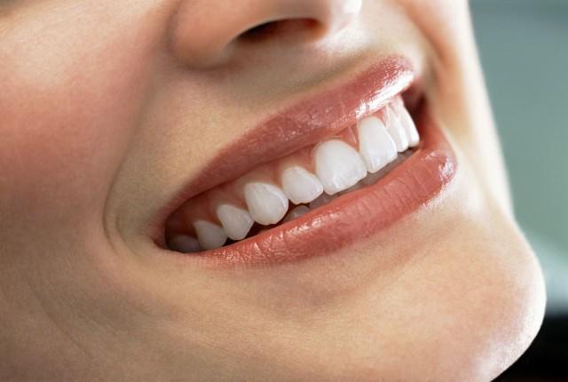 牙齿为什幺变得有缝 三大原因你是哪一种图片