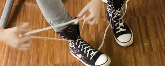 夏天穿袜子臭脚怎么办 夏天怎么预防穿丝袜脚臭图片
