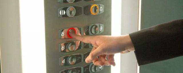 电梯出现故障如何自救解释,理解电梯出现故障的自救技巧