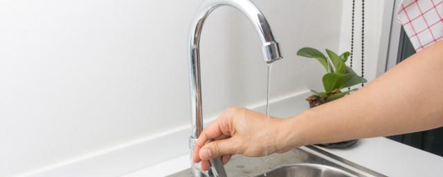 水的化学性质解释,理解水的化学性质是怎样的