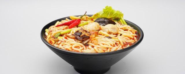 过桥米线是哪个地方的小吃解释,理解过桥米线是哪里的小吃