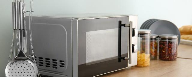 用锡箔纸包装的食品能放进微波炉加热吗;对于用锡箔纸包装的食品可以放进微波炉加热吗介绍